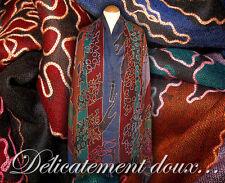 Beau Châle 100% Laine motif contemporain brodé multicolore - CH77