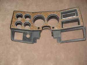 85 86 87 88 Chevy GmC truck dash bezel w/ A/C 15606672 NICE woodgrain 1987 C10