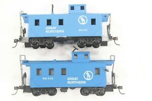 """HO 2 Roundhouse Great Northern """"Big Sky Blue"""" Steel Cabooses Diff #s *REVISED*"""