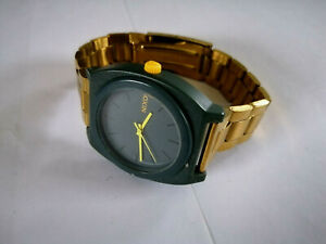 MENS 40MM CASE NIXON WATCH NEW BATTERY GREAT TIMEKEEPER NEW STRAP