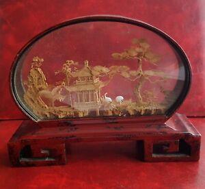 Ancien diorama - Paysage asiatique en liège et support en bois laqué rouge