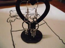 1 Boucle d oreille breloque  trousseau de 3 clé-