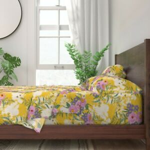 Honeybees Chrysanthemum Gold And Pink 100% Cotton Sateen Sheet Set by Roostery