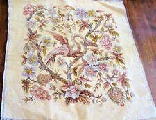 Tapisserie XIXe faite à la main à décor de fleurs et d'oiseau - 60 cm x 58 cm