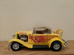 Preowned Road Legends Die-cast 1:18 1932 Ford Roadster Street Rod