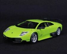Véhicules miniatures verts cars 1:24