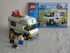 Lego 7639 Camper Vehicle. 100% Complete With Instructions & 2 MInifigures.