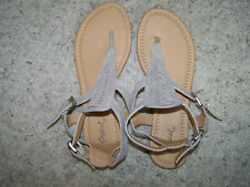 NEW WOMENS QUPID BEIGE TAUPE BUCKLE ANKLE STRAP THONG FLATS SANDALS SZ 8.5