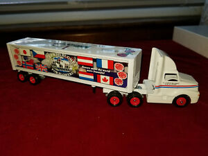 WINROSS TRUCK C CURTIS HUGHES FLOWERS NEW IN BOX