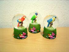 """Kleine Schneekugel """"Papagei"""" (Kunstharz/Glas) / Small Snow Globe """"Parrot"""""""