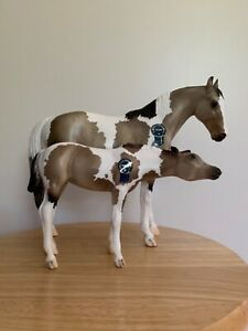 BREYER VINTAGE CLUB SR LILLIAN AND MOLLY THOROUGHBRED  MARE AND NURSING FOAL SET