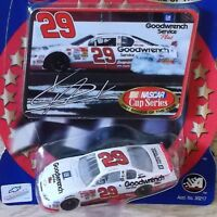 #29 Kevin Harvick NASCAR 1/64 Diecast Car _ 2001 ROOKIE OF THE YEAR _WHITE & RED