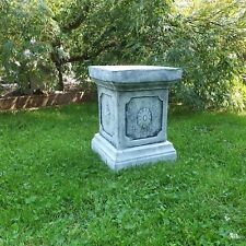 Steinfigur Sockel Säule mit Ornament Podest Steinguss frostfest Deko Garten