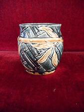 petit vase ou Pot en faience à motif de feuille
