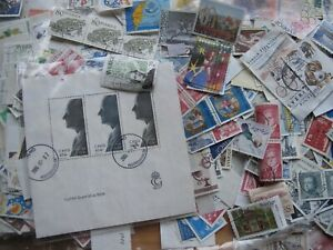 Sweden around 2500 large stamps from many years collecting 200 gram