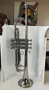 HOLTON T401 GALAXY TRUMPET WITH CASE, MOUTH PIECE, & MUTE