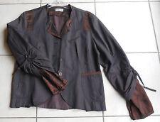 DECA  veste marron parties lignées satinées taille 4