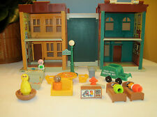 Fisher Price Play Family Sesame Street w/The Muppets and Friends