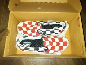 vans size 4 COMFYCUSH  slip on CheckED RED BLACK