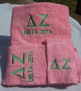 PINK DELTA ZETA 3 PC BATH TOWEL SET WITH GREEK LETTERS EMBROIDERED IN GREEN