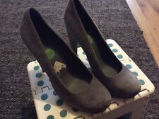 LADIES CALVIN KLEIN GREY SUEDE LEATHER UK6.5 HIGH HEELED SLIP ON SHOES