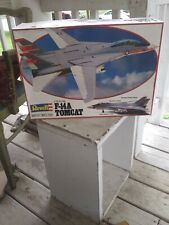 1981 REVELL F-14A TOMCAT MODEL KIT 1/32 OPENED