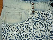 CELLO SZ MED 5-7 JR SHORTY BOOTY CUT OFF JEAN LIGHT DENIM SHORTS LACE STUDS VGC