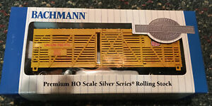 New Discontinued HO Scale 40' Stock car Union Pacific by Bachmann #18501