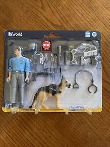 *** New Sealed 1/16 Bworld Policeman with Dog by Bruder 62150 ***