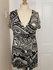 Phase Eight Size 12 Maternity Breast feeding V Neck top Black & White Tunic
