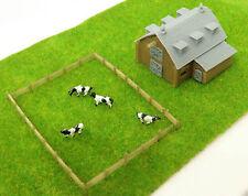 Outland Models Modelleisenbahn Miniatur Landscheune mit Gras und 4 Kühen Spur Z
