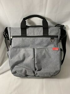 Skip Hop Diaper/Messenge Grey / Red Bag Pre-owned w/ Changing Pad New Born Baby