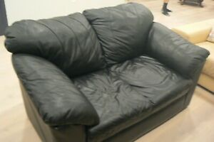 Black Leather Love Seat, with Nice Detail (SP)