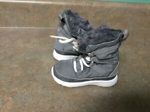 Toddler Nike Roshe One Gray Fuzzy Boots Size 5C (CON50)