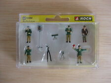 HO - Noch - ref.15099 - Policías con uniforme verde con radares