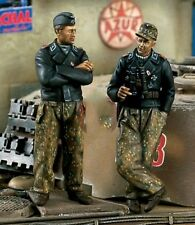 1/35 Resin Model Figures Kit  WWII German Tank Crew Talking (2 Figures)