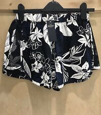 HOLLISTER SHORTS size S 6 8 FLORAL PRINT BNWT Black White BLUE