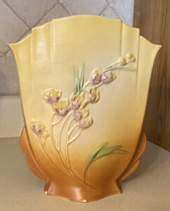 Vintage 1930's ROSEVILLE POTTERY Fan Vase YELLOW IXIA 863-10