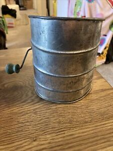 Rustic USA  Unbranded Flour Sifter Metal w/ Green Wood Crank Home Decor