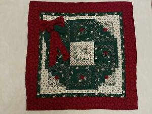 """MACHINE QUILTED LOG CABIN CHRISTMAS WREATH WALL HANGING FARMHOUSE BANISTER 30"""""""