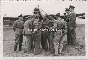 Foto, Wk2, Focke-Wulf Fw 58 Schulflugzeug und junge Piloten (N)50189