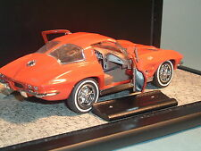 1963 CHEVROLET REDDISH CORVETTE STING RAY & DISPLAY  FRANKLIN MINT 1:24 DIECAST
