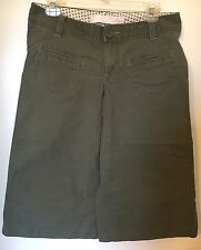 Womens DARK OLIVE GREEN CAPRIS Wide Leg Goucho ULTRA LOW RISE Old Navy SIZE 6