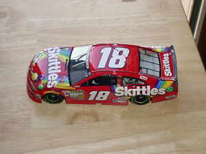 2014 KYLE BUSCH #18 SKITTLES CAR 1/24 SCALE LIONEL LIMITED EDITION