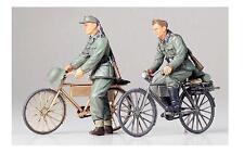 Tamiya   GERMAN SOLDIER W/BIKE 1:35  TAM35240