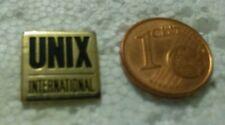 PIN PIN'S UNIX INTERNATIONAL INFORMATIQUE COMPUTER ORDINATEUR PORT A PRIX COUTAN