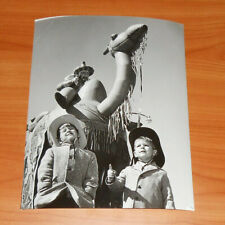 1961 Press Photo Miami Orange Bowl Parade Cowboy Kids Nearby Camel Caravan Float