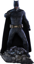 Batman Deluxe Sixth Scale figure by Hot Toys Justice League Sideshow