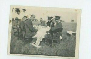 Vintage Photo 2 x 3 Soldats Picnicking Duke Of de Cambridge Propre Middlesex Reg
