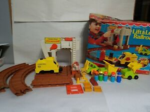 Fisher Price Little People #943 LIFT and LOAD RAILROAD